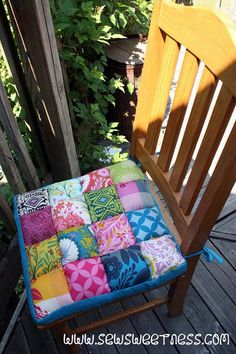 i love these patch work chair cushions!