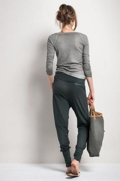 oga outfit comfy+yoga outfits for women fashion+Style LeYnc/STREETSTYLE / Streetstyle NY/Street Style Fashion Report/ Hotsales/Markdown/Shoes / Flo+Sport Meets Fashion Yoga Fashion, Mode Style, Style Me, Casual Outfits, Fashion Outfits, Womens Fashion, Yoga Outfits, Cooler Look, Dance Outfits