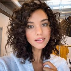 Curly Hair Cuts, Curly Bob Hairstyles, Medium Hair Cuts, Short Curly Hair, Wavy Hair, Medium Hair Styles, Curly Hair Styles, Natural Hair Styles, Hair Dos