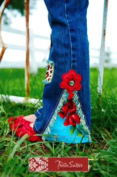 revamp jeans  way cute!! -- I CAN NOT BELIEVE IT ... IN 1970 I WAS VERY  PREGNANT AND I MADE A FAVORITE PAIR OF JEANS LIKE THIS AND ADDED A STRETCHIE TUMMY PANEL ... NOSTALGIA ON PINTEREST ;-)
