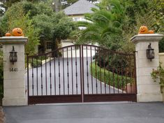 House entrance gates decorated for the Halloween holiday - 36 Ideas for Your Home
