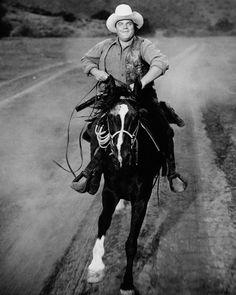 BONANZA-DAN-BLOCKER-RACING-HORSE-OUTSIDE-KICKING-UP-DUST-PHOTO-OR-POSTER