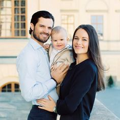 Prince Alexander of Sweden flashes toothy grin in adorable 1st birthday portraits