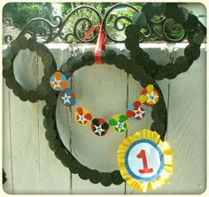mickey wreath (I really like her mini garland!)