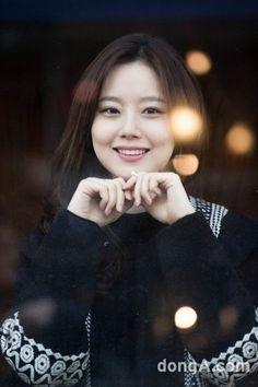 이의상 사진들도 잘보면 죄다 상체 사진뿐이라......도대체 하의는 뭐였을까...궁금했는데..ㅋㅋㅋ 치마엿군여....전신샷 2컷정도 나옴..ㅋㅋㅋ 사진찍는분이 치마가 맘에 안들었나봄..ㅋㅋㅋㅋ Korean Beauty, Asian Beauty, Korean Celebrities, Celebs, Asian Woman, Asian Girl, Ideal Girl, Moon Chae Won, World Most Beautiful Woman