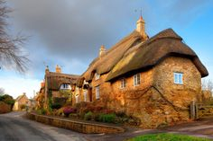 5 Days & 4 Nights Cycling in the Heart of the Cotswolds Short Break. Self guided cycling short break through quintessential Cotswolds Cotswolds Tour, Holidays In England, English House, English Cottages, Cotswold Cottages, Cycling Holiday, Walking Holiday, Thatched Roof, Short Break