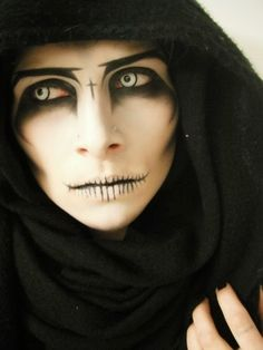 Spooky yet SEXY HALLOWEEN make-up ideas .. Prepare for the upcoming holiday ... Scaryyyy Cool Halloween Makeup, Halloween Makeup Looks, Scary Halloween, Halloween Costumes, Halloween Halloween, Halloween Painting, Dragon Halloween, Spooky Scary, Halloween Vampire