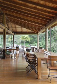 Image 25 of 28 from gallery of Lake House / Cadas Arquitetura. Photograph by MCA Estúdio Bahay Kubo Design Philippines, Philippine Houses, Rest House, Bamboo House, Outdoor Tables, Outdoor Decor, Architecture Design, Pergola, Poli