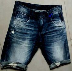 Peça desenvolvida por Canaã Customização. #jeanspassarela #lavanderia… Moda Jeans, Denim Jeans, Bermuda Jeans, Denim Art, Jean Top, Colored Denim, Vintage Denim, Mens Fashion, How To Wear