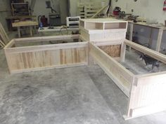 Twin Bed  Corner Unit in Construction  Tutorial on Building Corner Unit Beds      http://monkeybunky.webs.com/photos/undefined/Twins%2520with%2520corner%2520shelf.JPG