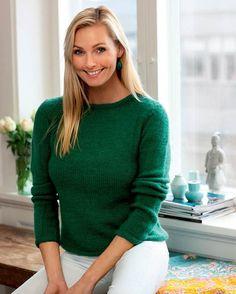 Bemærk den spændende garnkvalitet i denne grønne sweater med struktureffekt. Det er af kameluld og merinould, som giver superblødt garn med god elasticitet.