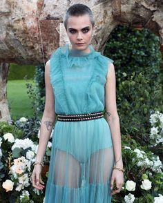 Esta semana @caradelevingne ha sido la princesa de rock por excelencia pero quienes han patinado en estilo? Repasamos los mejores y peores #looks de esta semana en ELLE.es (link en bio ) #moda #estilo  via ELLE SPAIN MAGAZINE OFFICIAL INSTAGRAM - Fashion Campaigns  Haute Couture  Advertising  Editorial Photography  Magazine Cover Designs  Supermodels  Runway Models