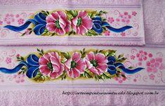 Pintura em Tecido Jogo de banho pintado a mão     Pintura em Tecido Jogo de banho pintado a mão     A cada nova cor de toalha a ser pint...