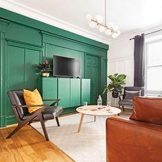 Un vert absolu comme accent au salon - Je Décore Entryway Bench, Comme, Furniture, Home Decor, Tv Consoles, Painted Furniture, Daughters, Colors, Green