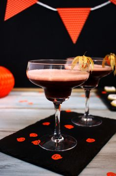 Halloween Granatapfel Drink // Pomegranate Halloween Cocktail by http://babyrockmyday.com/halloween_granatapfel_drink/