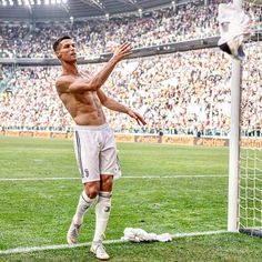 is the only player to play every single minute in Serie A this season 💯 He has played all 8 games & 720 minutes in total. Cristiano Ronaldo Training, Cristiano Ronaldo Juventus, Juventus Fc, Neymar, Cristano Ronaldo, Ronaldo Football, Soccer Guys, Soccer Players, Barcelona E Real Madrid