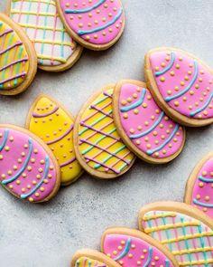 Easter Egg Sugar Cookies by@sallysbakeblog.