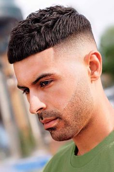 Need some inspiration on haircuts for men with thick hair? You will find it here. In the following guide, we put together shorts, long and medium lengths haircuts ideas for guys with angular and rounds faces, whether they have curls or wavy locks. #menshaircuts #menshairstyles #thickhair #thickhairmen Crew Cut Haircut, Short Fade Haircut, Taper Fade Haircut, Tapered Haircut, Mens Crop Haircut, Textured Haircut, High Skin Fade, Low Fade, Short Hair Styles Easy