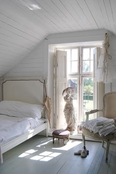 attic bedroom. love the large window for more light.
