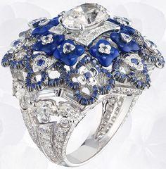 Anillo de Chaumet Hortensia en oro blanco, diamantes, lapislázuli, engastado de estafa Un Mas diamante de corte ovalado-Leer