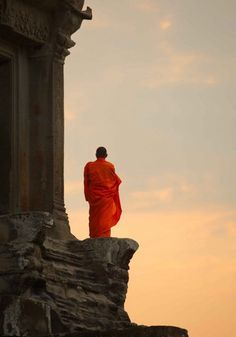 Cambodian monk at Angkor Watt by Roland Novitsky People Around The World, Around The Worlds, Religion, Buddha Zen, Into The West, Buddhist Monk, Photos Voyages, Angkor, The Last Airbender