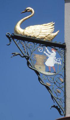 The Swan Pharmacy pharmacie_du_cygne_enseigne_Hansi