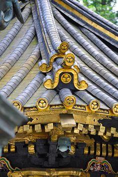Detalle del tejado de uno de los templos budistas del Parque Nacional de Nikko, Japón.