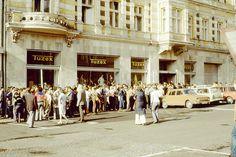 Czech Republic - Communist Prominent Store (Tuzex) in Teplice - Waiting for Jeans Old Street, Bratislava, Socialism, Carpe Diem, Czech Republic, Screen Shot, Black Friday, Haha, Dolores Park