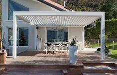 pergola bioclimatique blanche sur une terrasse