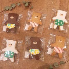 本日より発売!♡ パンツくまさんアイシングクッキー🍪! . わたしたちスタッフも待望のこの子たち、数量限定!です! . 一週間頑張った 自分へのご褒美に♡ . 今日会うご友人に サプライズプレゼントに♡ . いろんな人を 笑顔にしてくれる 美味しいくまさん!🐻🍪! ぜひぜひお早めに♡ . #リシュリシュ #lisulisu #ハンドメイド #手作り #広島 #hiroshima #袋町 #fukuromachi #広島雑貨屋 #広島雑貨 #雑貨 #贈りモノ #贈り物  #ギフト#アイシングクッキー#週末パティシエ#happybug Coffee Cookies, Biscuit Cookies, Cute Snacks, Cute Food, Edible Cookies, Sugar Cookies, Cute Baking, Sugar Icing, Cookie Box