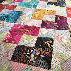 "loveslavandula: "" Ok, it was worth every stitch. by Sew Katie Did "" Straight Line Quilting, Heart Day, Quilt Festival, Baby Blocks, Sewing Studio, Scrappy Quilts, Valentine Day Crafts, Quilt Tutorials, Quilt Top"