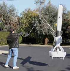 Quand on souhaite poser un objet à un endroit précis, on met en marche de manière inconsciente différents mécanismes comme la vue, l'équilibre et la constitution d'un geste. Dupliquer cela sur un robot n'est pas une mince affaire. C'est ce qu'ont réussi à réaliser les chercheurs de la DARPA à partir d'un véhicule aérien sans …