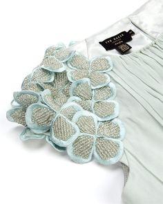Embroidery dress diy inspiration New Ideas Couture Embroidery, Embroidery Dress, Beaded Embroidery, Embroidery Patterns, Hand Embroidery, Sewing Patterns, Trend Fashion, Diy Fashion, Fashion Clothes