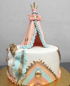 Bohemian Birthday Party, Indian Birthday Parties, 1st Birthday Party For Girls, Baby Birthday, Birthday Ideas, Dream Catcher Cake, Dream Catchers, Pocahontas Birthday Party, Birthday Cake Roses