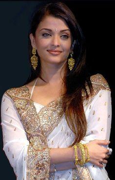 Aishwarya rai in white saree Mangalore, Beautiful Girl Indian, Most Beautiful Indian Actress, Most Beautiful Women, Actress Aishwarya Rai, Aishwarya Rai Bachchan, Hot Actresses, Indian Actresses, Brown Hair