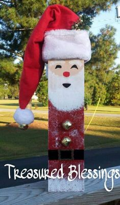 4 x 4 Wood Fence Post Santa by TreasuredBlessingsNC on Etsy, $21.95 Would look really super cute as a snowman instead - Crafting For Holidays