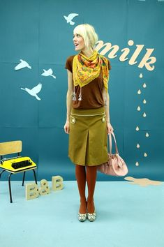 Bonnie-and-Buttermilk - Midi Skirts --> autumn colors! Midi Rock Outfit, Midi Skirt Outfit, Midi Skirts, Skirt Outfits, Nude Leggings, Shorts With Tights, Simple Fall Outfits, Pretty Outfits, Winter Outfits