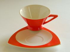 Atomic Salem Tricorne, streamline in Mandarin Orange.