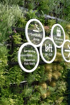 Sooner or later every graphic designer is asked to design a signage for a storefront or general way finding. Here are some awesome signage design inspiration I have been collecting from everywhere. Graphisches Design, Display Design, Store Design, Design Ideas, Directional Signage, Wayfinding Signs, Environmental Graphic Design, Environmental Graphics, Web Banner Design