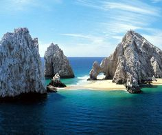 Famous Stone arch at Land's End with sand under the arch Cabo San Lucas, Los Cabos, Baja California Sur, Mexico Vacation Places, Dream Vacations, Vacation Spots, Places To Travel, Places To See, Vacation Packages, Honeymoon Places, Family Vacations, Cabo San Lucas Mexico