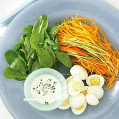 Shredded raw vegetables with eggs