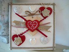 """Cadre 3D décoré avec des coeurs en bois rouge """"Bonheur"""",2 moulages coeurs en platre et 2 roses en céramiques et des multi-rubans rouges et blancs,  création déco à coeur"""