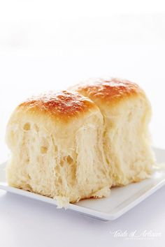 My Vanishing Yeast Rolls recipe. These exceptionally flavorful yeast rolls are very Soft, moist and flaky. They melt in your mouth and have. Soft Rolls Recipe, Yeast Dinner Rolls Recipe, Easy Yeast Rolls, Bread Rolls, Roll Recipe, Dough Recipe, Golden Corral Dinner Rolls Recipe, Quick Dinner Rolls, Golden Corral Rolls