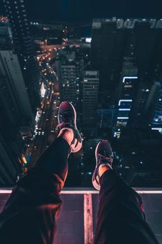 iphone wallpaper travel On the Building Roof in Night iPhone Wallpaper - GetIntoPik Iphone Wallpaper Travel, Iphone Wallpaper Herbst, Iphone Wallpaper High Quality, Aesthetic Iphone Wallpaper, Iphone Wallpapers, Aesthetic Wallpapers, Wallpaper Wallpapers, Anime Scenery Wallpaper, City Wallpaper