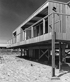 Constructed in 1961, Richard Meier's first residential project is a nascent example of the modern prefab typology //