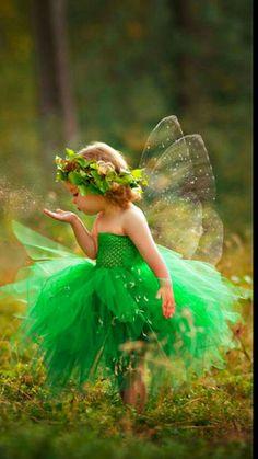 A little fairy. Precious Children, Beautiful Children, Cute Baby Girl, Cute Babies, Fairy Pictures, Halloween Disfraces, Fairy Art, Magical Creatures, Belle Photo