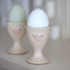 E like Easter - Jane Hogben Egg Cup Fresh Chicken, Chicken Eggs, Easter Table, Easter Eggs, Goose House, Susie Watson, Rustic French Country, Rare Birds, Egg Cups
