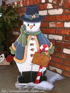 hand painted snowman to welcome guests during the Holiday season. Christmas Yard Art, Christmas Yard Decorations, Beautiful Christmas Decorations, Christmas Wood, Christmas Signs, Christmas Projects, Christmas 2015, Wood Yard Art, Christmas Feeling