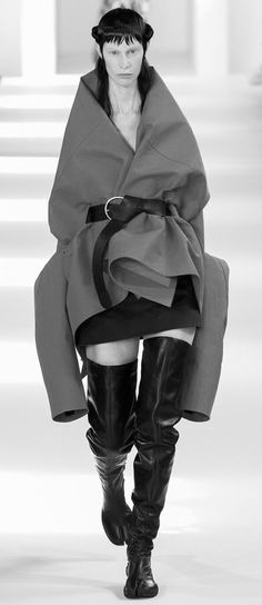 Sculptural Fashion - layered for an oversized silhouette; couture fashion // Maison Margiela Fall 2016