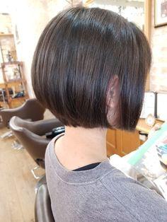 【2019年夏】30代40代似合わせカットエッジショート3Dカラー無造作カール/grass OMOTESANDO 【グラス オモテサンドウ】のヘアスタイル|BIGLOBEヘアスタイル Asian Bob Haircut, Short Bob Haircuts, Cute Hairstyles For Short Hair, Short Hair Cuts, Bob Hairstyles, Hair Cutting Techniques, Korean Short Hair, Shot Hair Styles, Hair Arrange